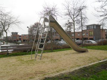 IJslander speeltoestel glijbaan met trap H: 1.75m