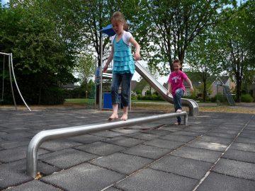 IJslander speeltoestel evenwichtsbalk