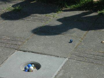 IJslander speeltoestel knikkerpot