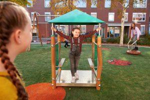 Madera Kinderhuisje met spelende kinderen