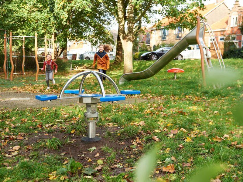 Click& Play 4-zits hobbel rennende kinderen