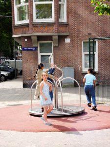 spinner carousel spelende kinderen