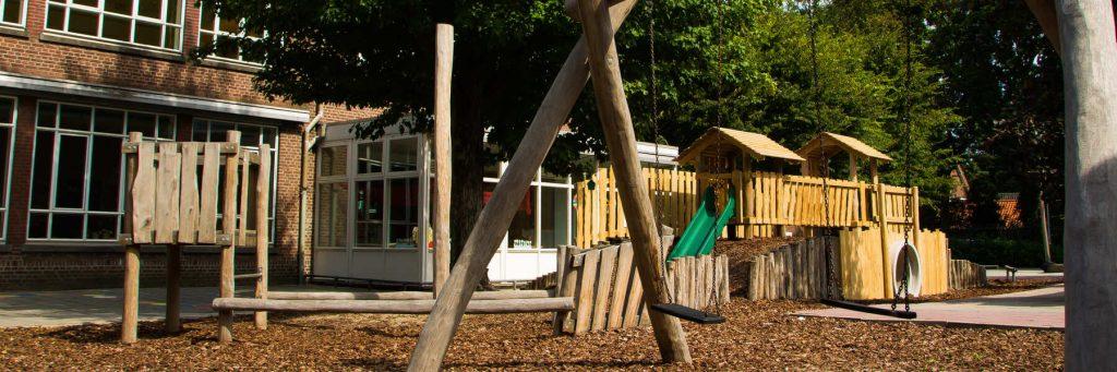 groen schoolplein voor kinderen